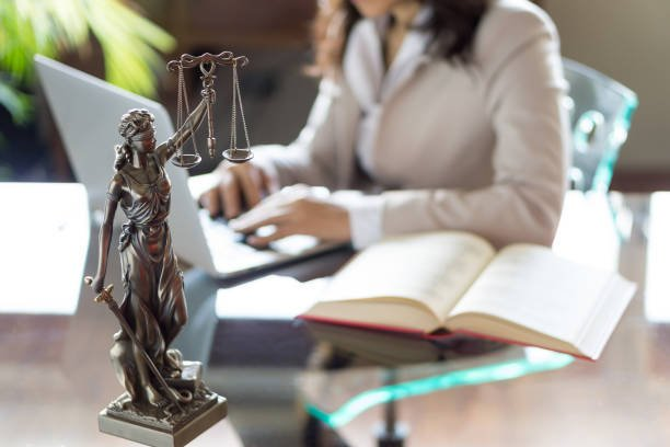 Factors to Consider When Choosing a Criminal Defense Law Firm